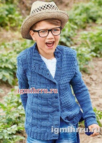 Для мальчика 5-10 лет. Джинсово-синий жакет с асимметричными полочками. Вязание спицами