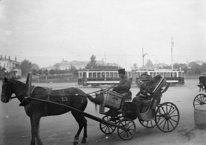 546474 Извозчик у Курского вокзала Samuel Hopwood 1910.jpg