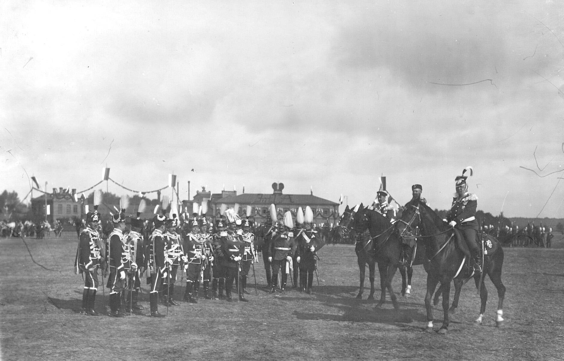 Офицеры прусских полков («гусар смерти»), прибывшие на празднование 250-летнего юбилея полка