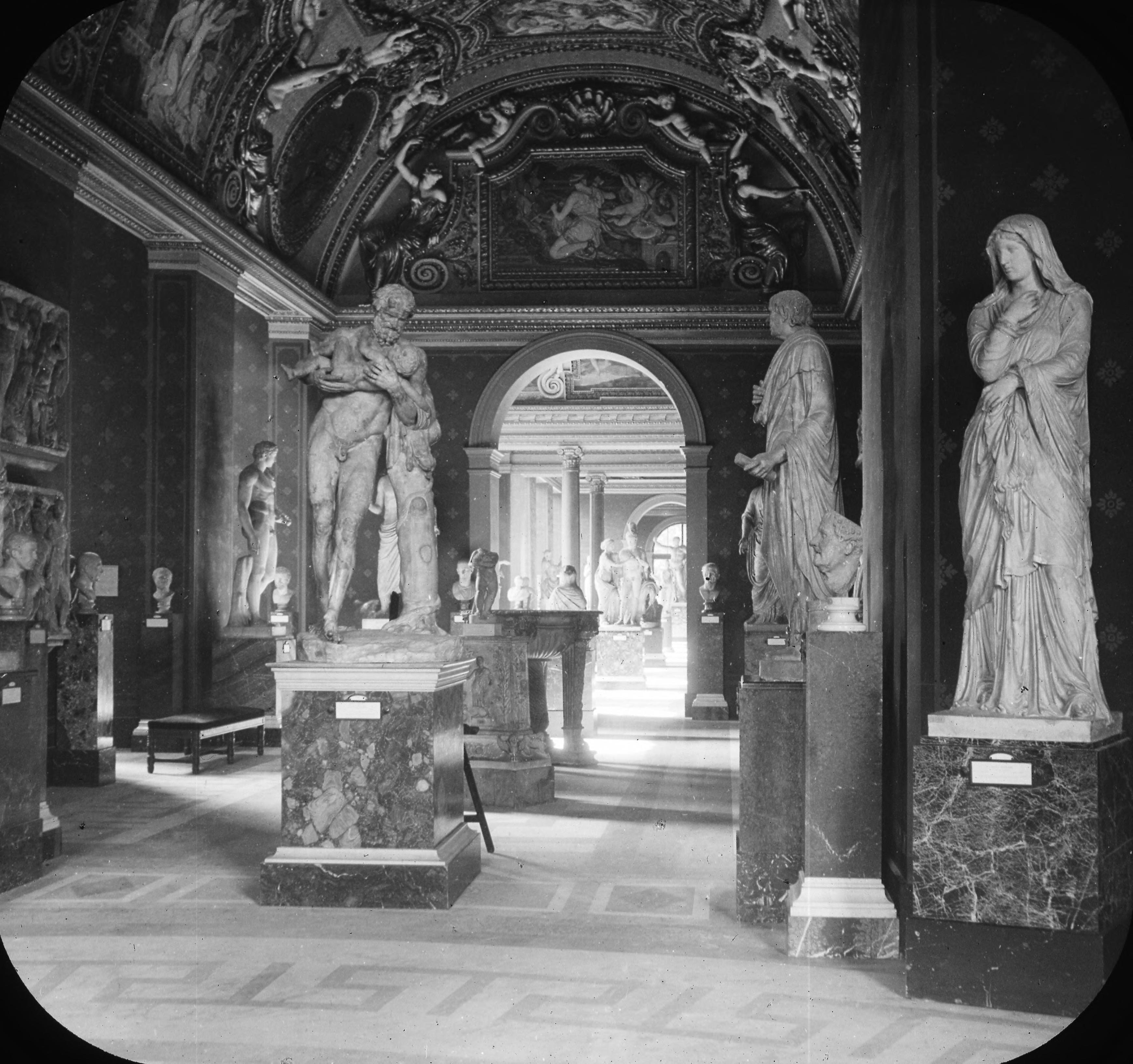 Лувр. Римский зал
