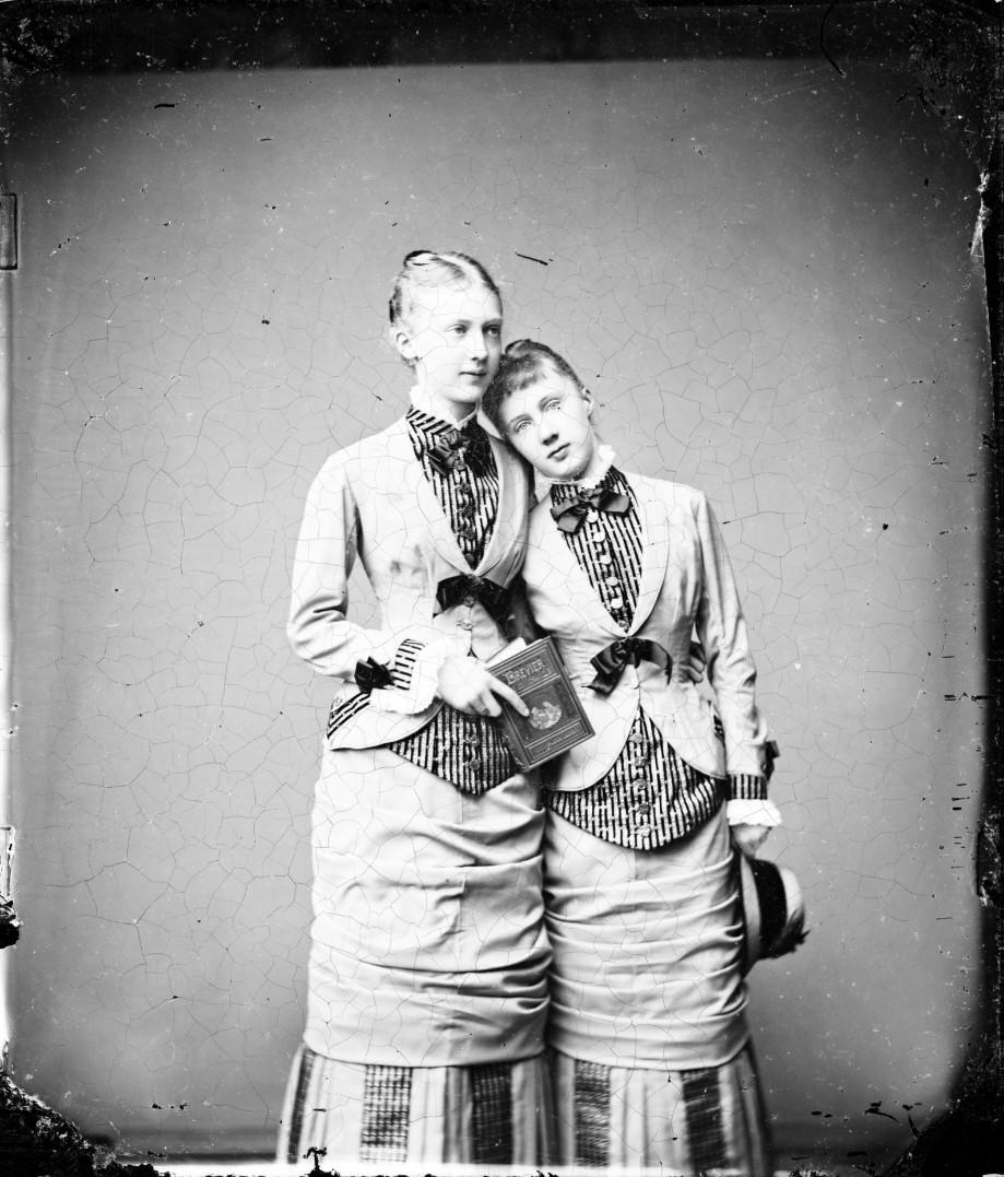 Сестры Мария Анна и Елизавета Саксен-Альтенбургские. 1876