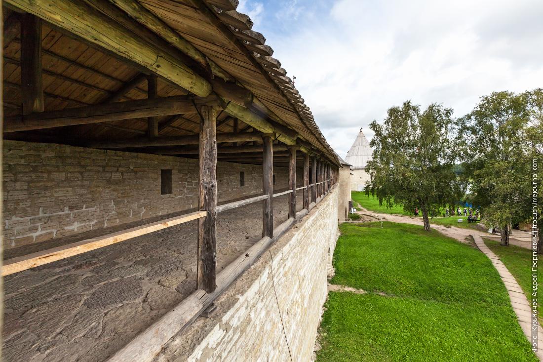 крепостная стена Староладожской крепости фото