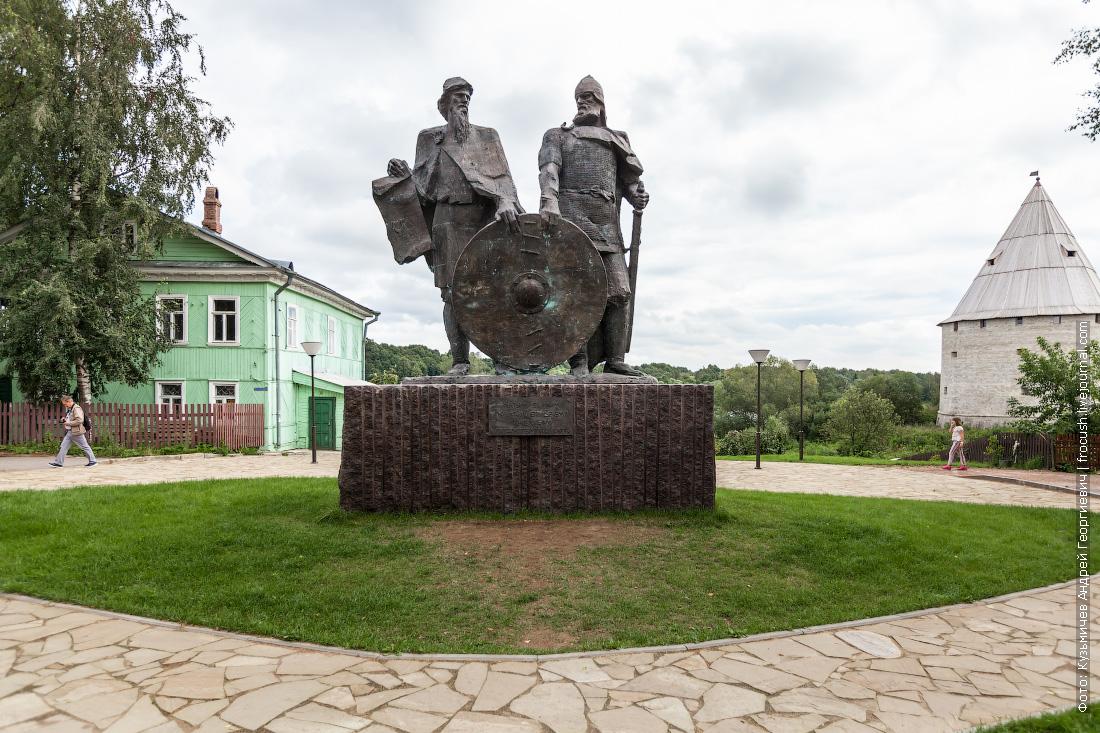 старая ладога Памятник Рюрику и Вещему Олегу