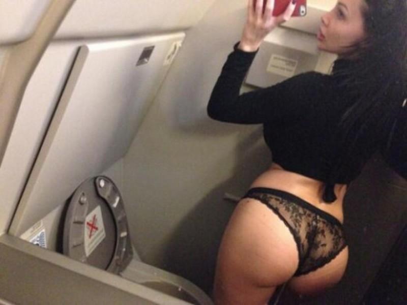 Откровенные селфи в самолетах