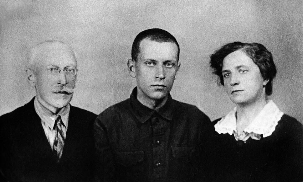 Дмитрий Сергеевич Лихачев родился 28 ноября 1906 года в Санкт-Петербурге