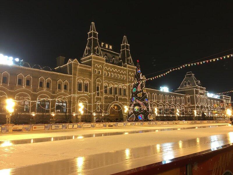 Москва в огнях подсветки и радости