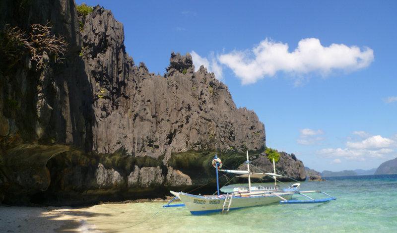 Этот пляж, Пуэрто-Принцеса, считается одним из самых уединенных во всей префектуре.