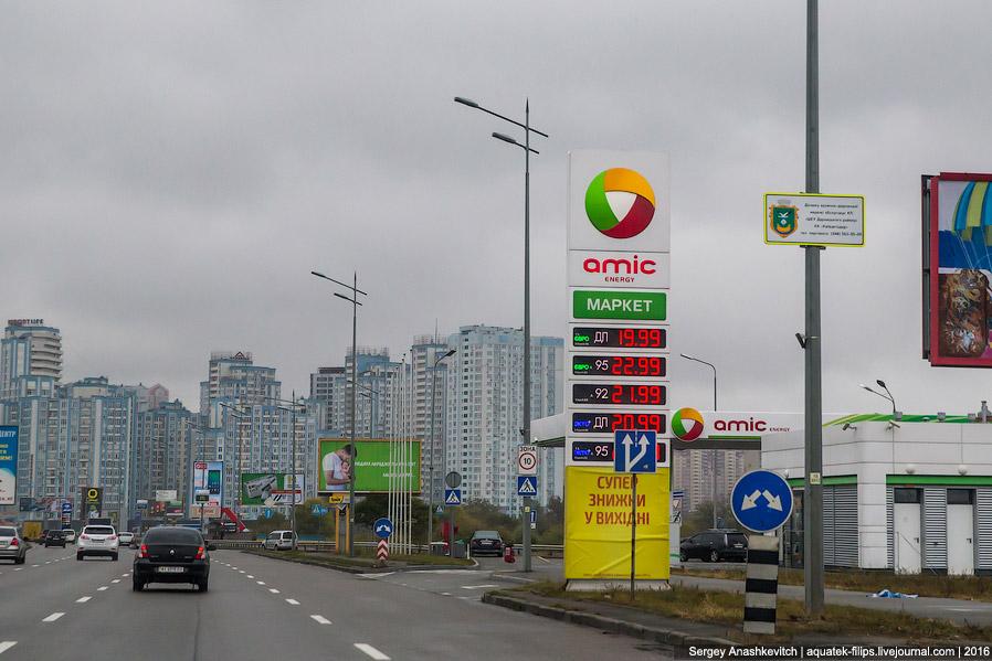 4. В Киеве очень много машин с донецкими и луганскими номерами — очень много людей покинули Дон