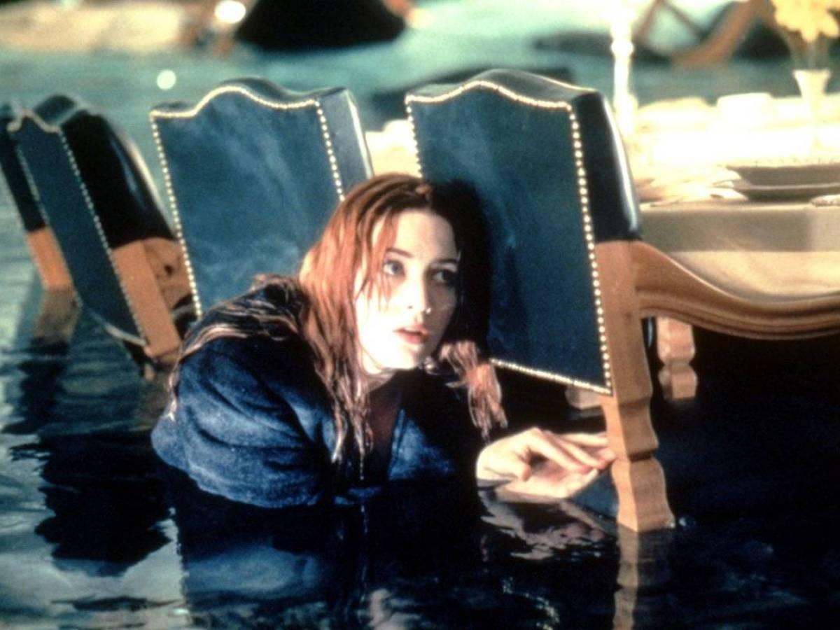 «Титаник» На съемках «Титаника» произошел один из самых странных случаев. Во время съемок 50 актеров