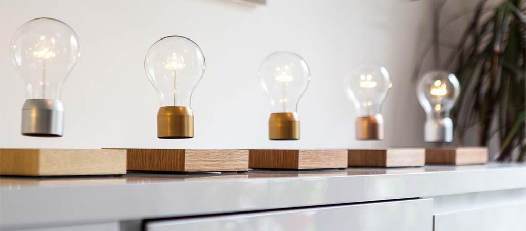 1. Левитирующая лампочка от Flyte. Работает за счет электромагнетизма и беспроводной передачи энерги