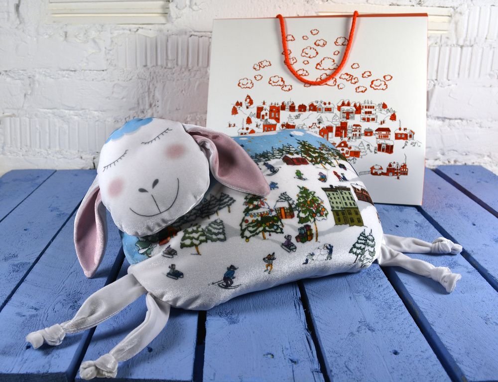 Подушки для снятия стресса, домашние тапочки, тёплые платки станут оригинальным и экономичным подарк