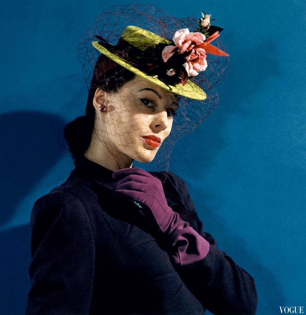 5. В шелковом голубом тюрбане с фиалками. Фото Джон Роулингс, 1941 год.