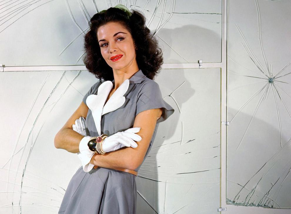 16. Джессика Паттон-Баркентин в бежевом шерстяном костюме. Фото Женевьев Нейлор, 1946 год.
