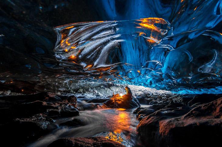 1. Ватнайёкюдль — крупнейший ледник на острове Исландия и занимает целых 8% его территории. Так
