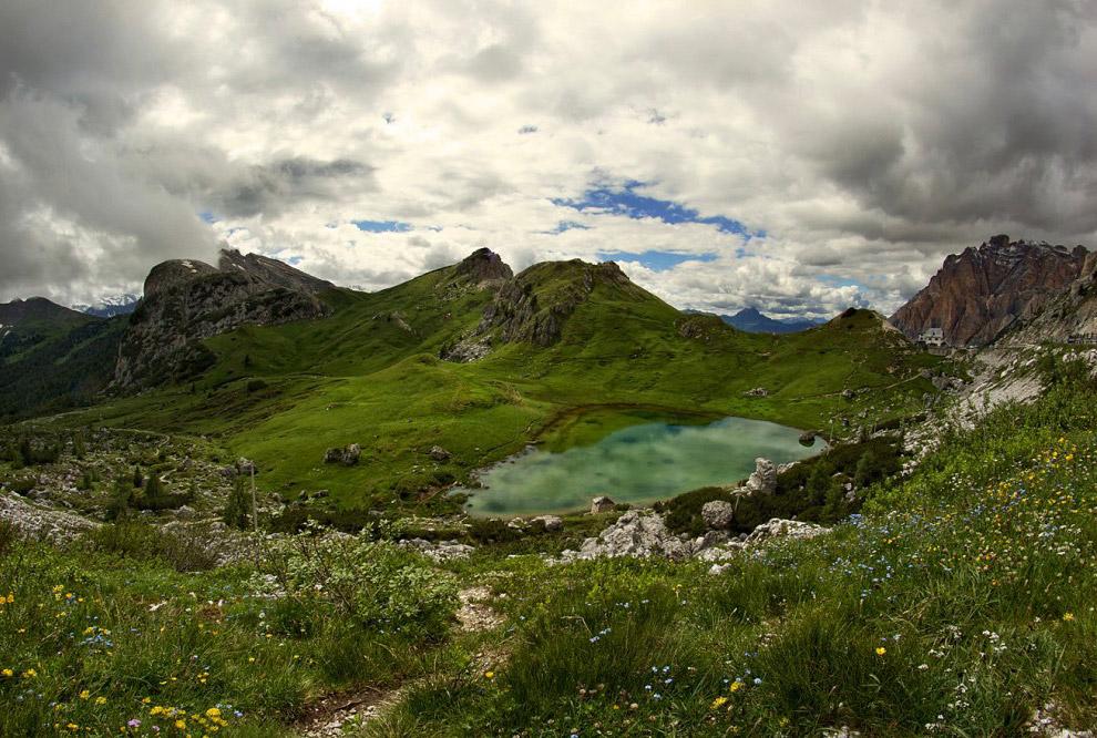38. Полюбовавшись на озеро Вальпарола с высоты, я решил подойти к его берегу поближе. Едва приб