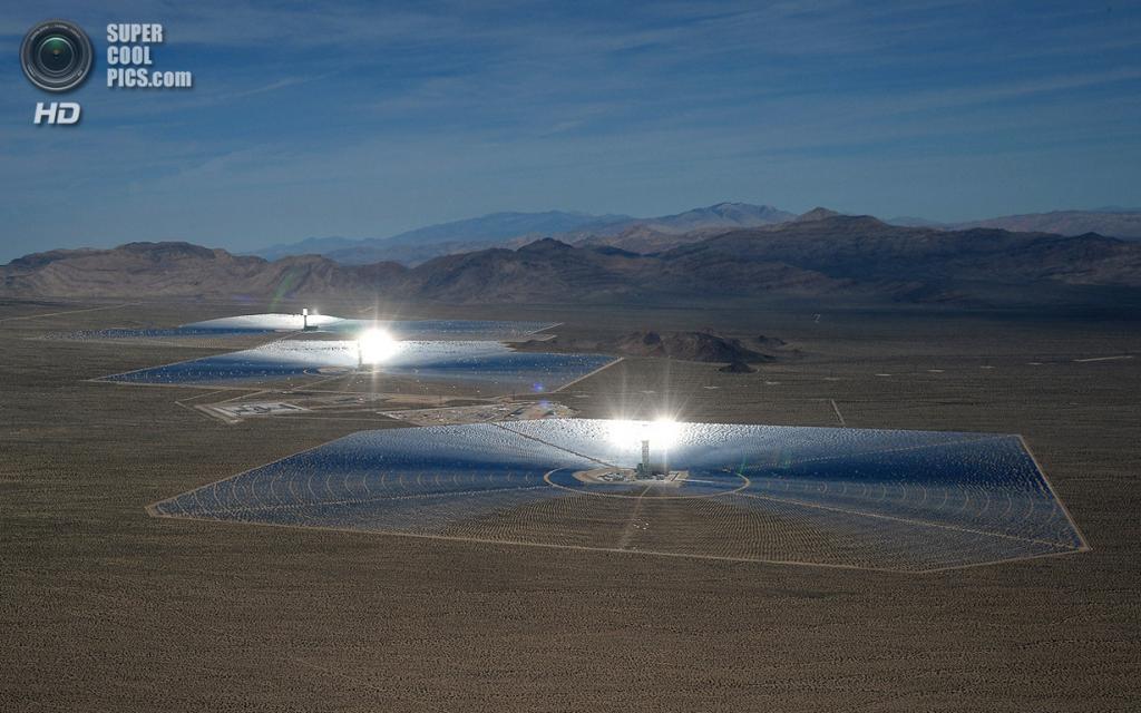 США. Сан-Бернардино, Калифорния. 20 февраля. Общий вид на систему электростанций «Айванпа». (Eth
