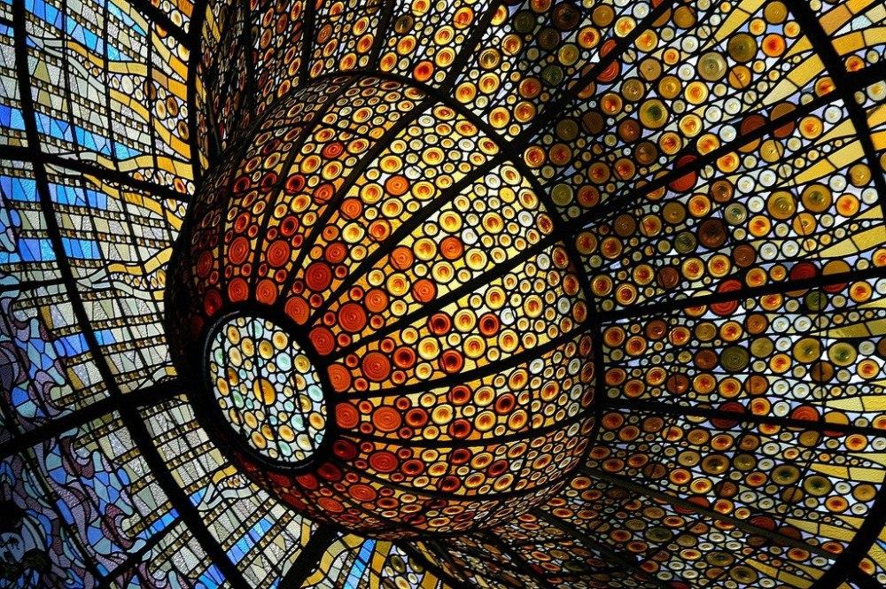 Удивительный по красоте витраж Каталонского дворца музыки