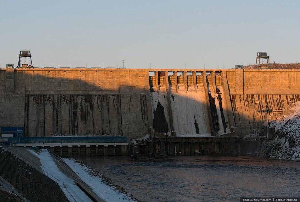 Среднегодовая температура в районе ГЭС отрицательная (?3,5 °С). В январе среднемесячная темпера