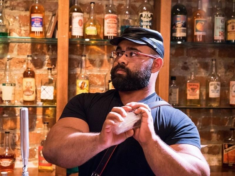 Конечно, бармены стараются соблюдать рецептуру коктейлей, но бывают ситуации (особенно с крепкими на