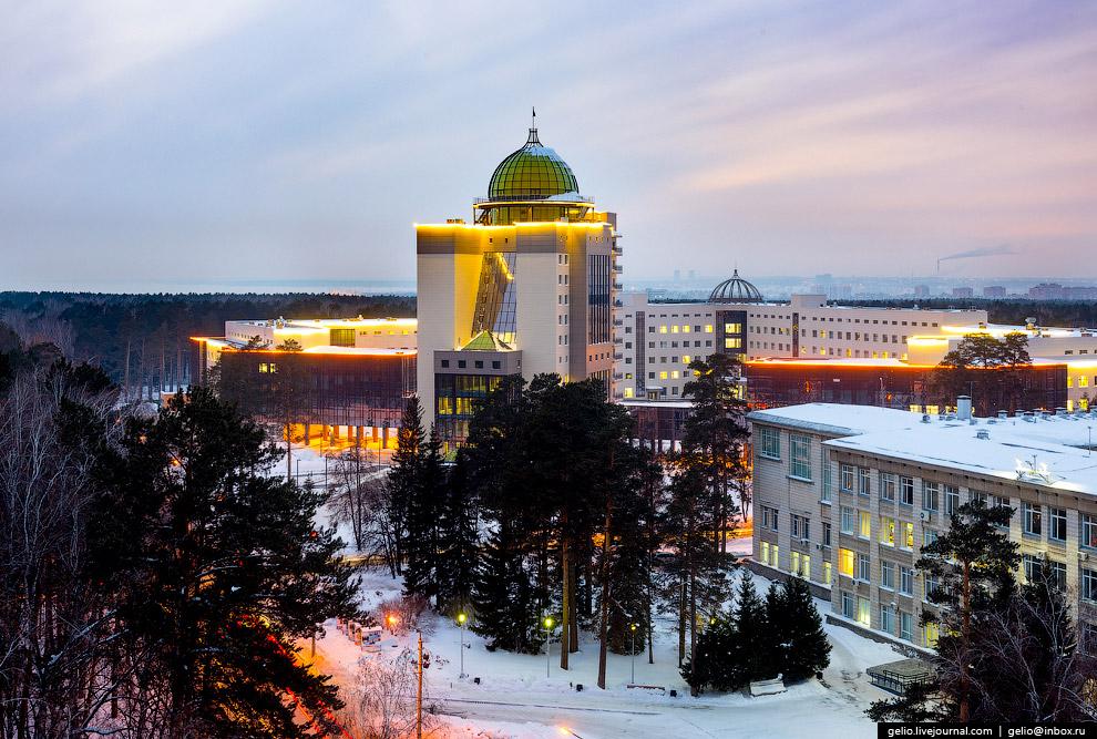 49. «Стеклянная змея», здание Биотехнопарка в наукограде Кольцово.