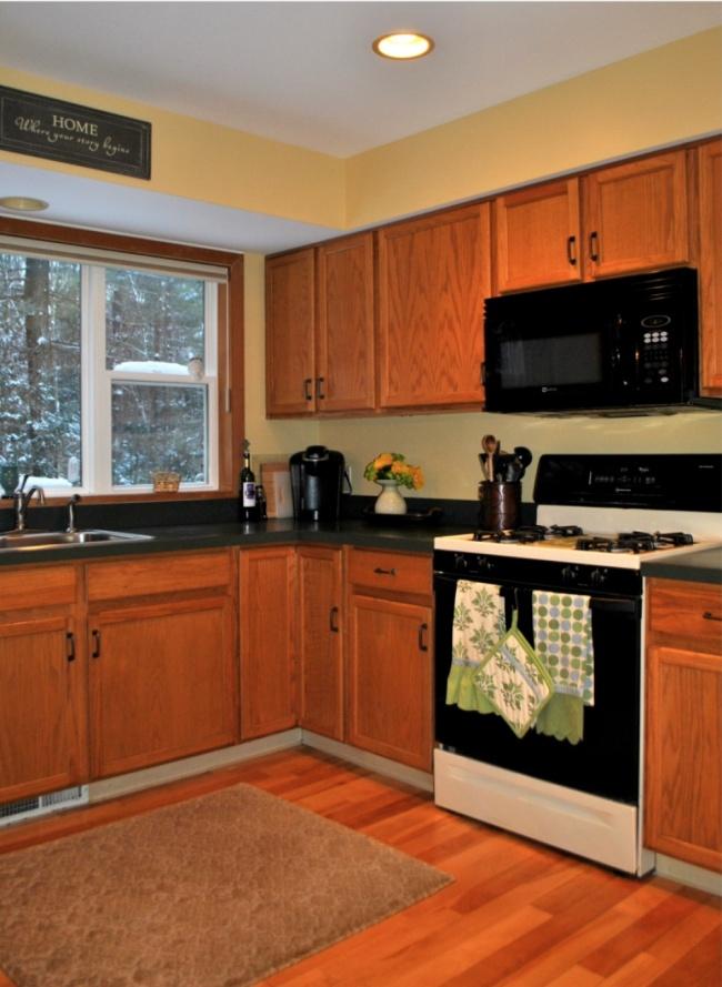 © jennaburger.com  © jennaburger.com  Серая краска, которой были покрашены фасады кухни,