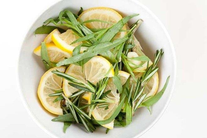 Лимон нежнее, чем уксус. Он размягчит жесткие волокна, оставив продуктам индивидуальность. Количеств