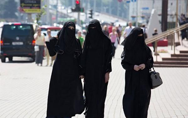 ВНидерландах запретили носить паранджу в социальных местах