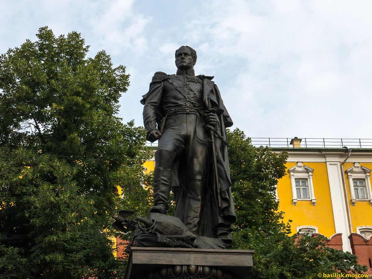 Памятник Александру I в Александровском саду. Июль 2016