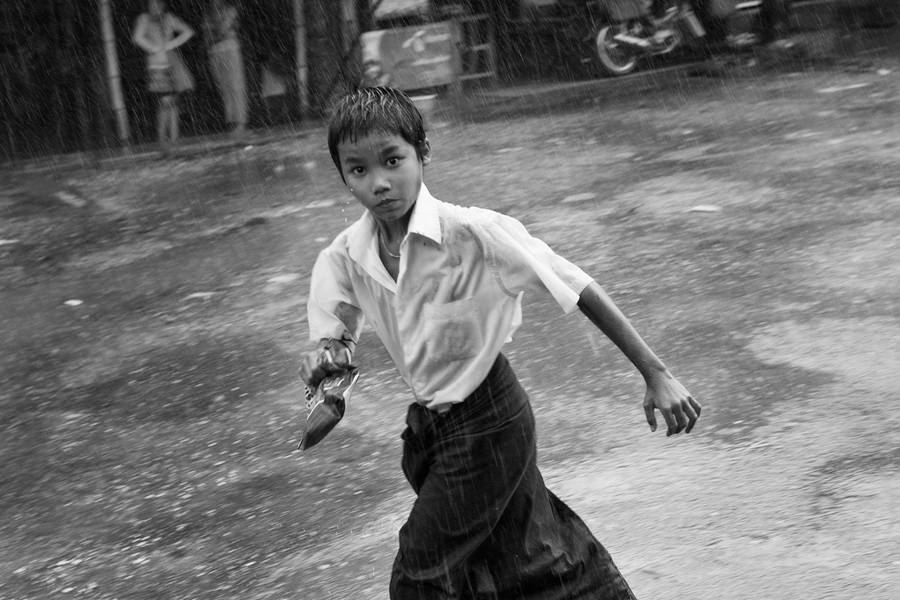 Fascinating Black & White Portraits of Burma (19 pics)