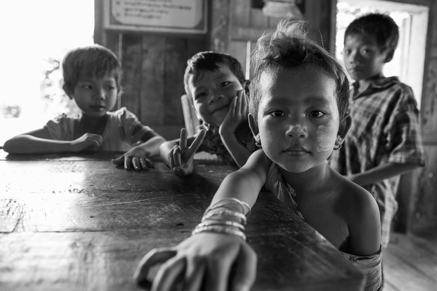 Fascinating Black & White Portraits of Burma