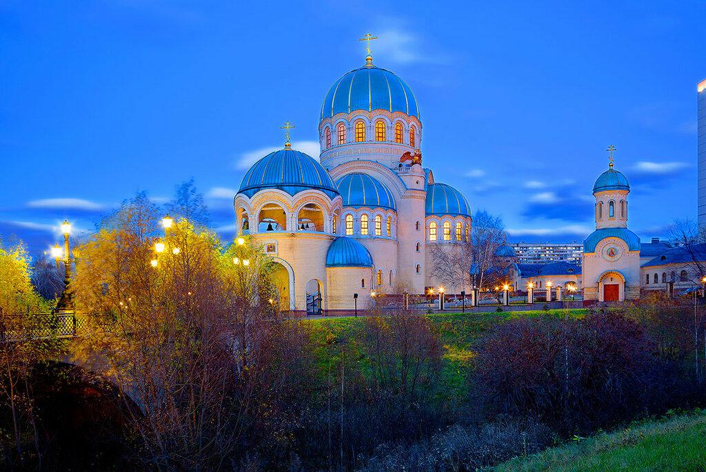 Москва. Храм Троицы Живоначальной в Орехово-Борисове