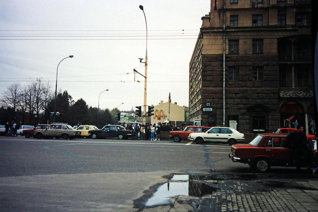 213913 Тверская улица у Пушкинской площади 1991.jpg