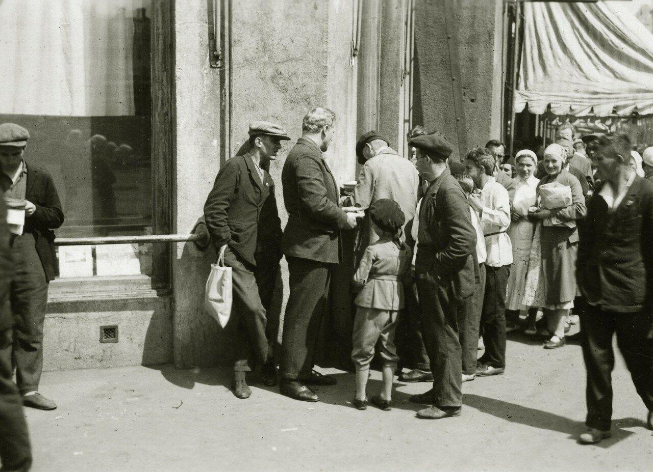 1935. Очередь у Торгсина на Арбате