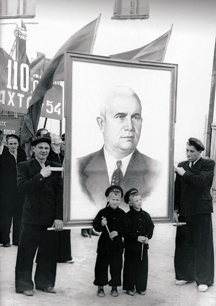 Верхнеуральск. Главная площадь города. Демонстрация и митинг