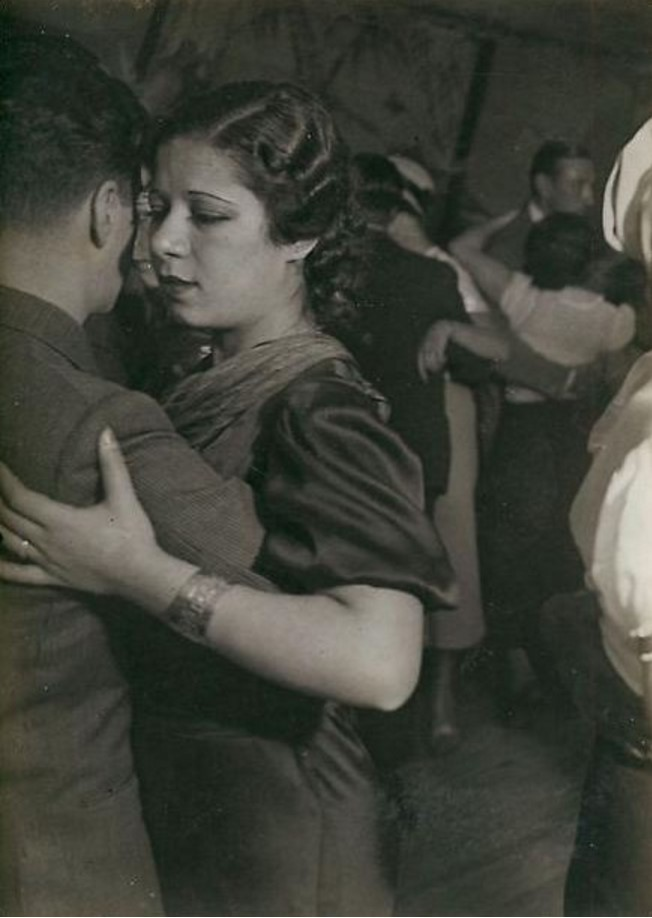 1932. «Баль негр» на улице Бломе