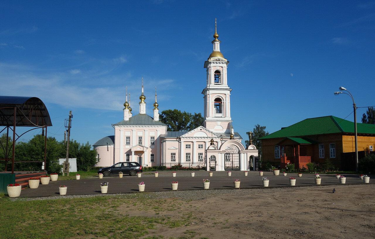храм нежно-кремовый