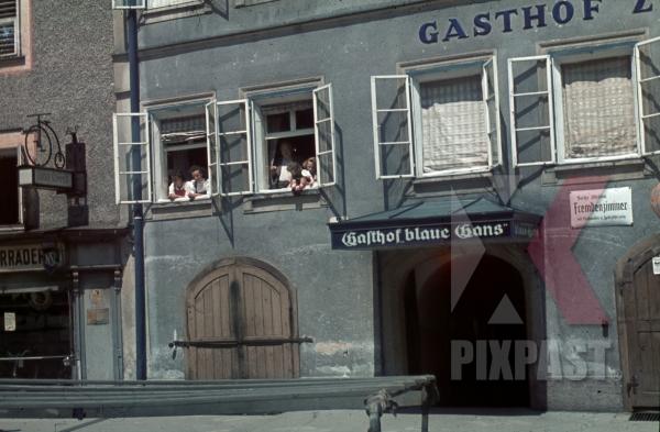 stock-photo-hotel-zur-blauen-gans-getreidegasse-41--salzburg-austria-1940--13142.jpg
