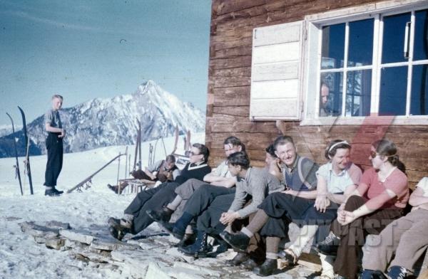 stock-photo-ww2-color-wels-austria-winter-1939-ski-sports-women-hut-house-8180.jpg
