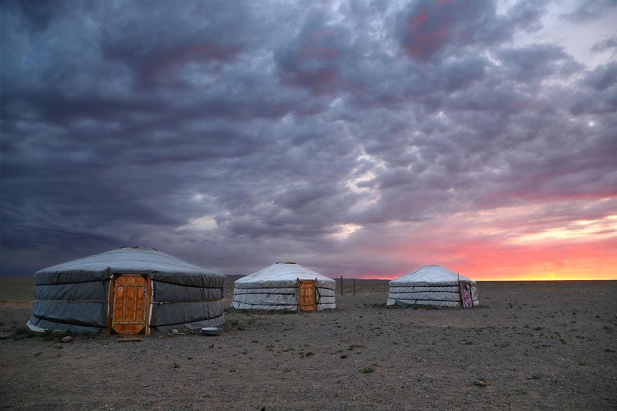 Восход в пустыне Гоби, Монголия.