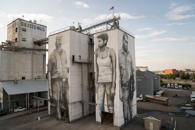 Огромные портреты на здании завода в Арканзасе