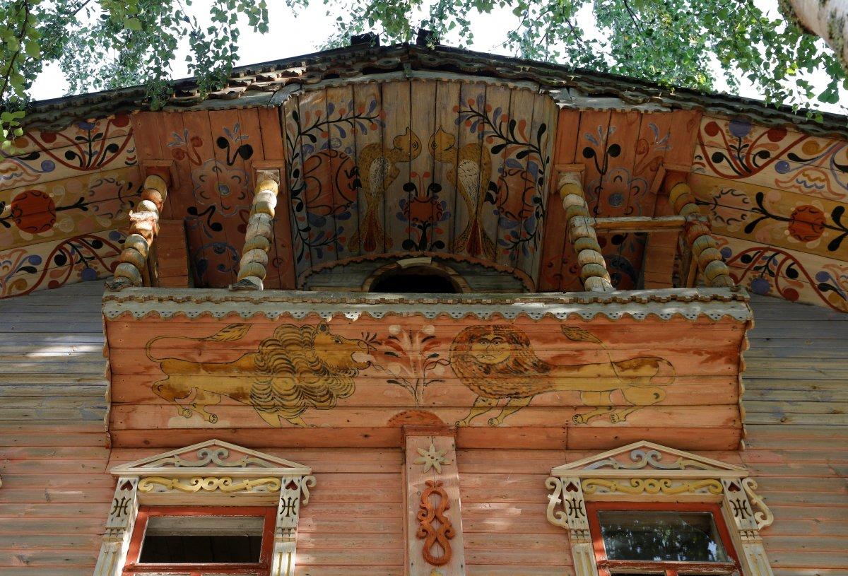 Памятники русского зодчества в 2016 году: разруха, спутниковые тарелки и пластиковые окна