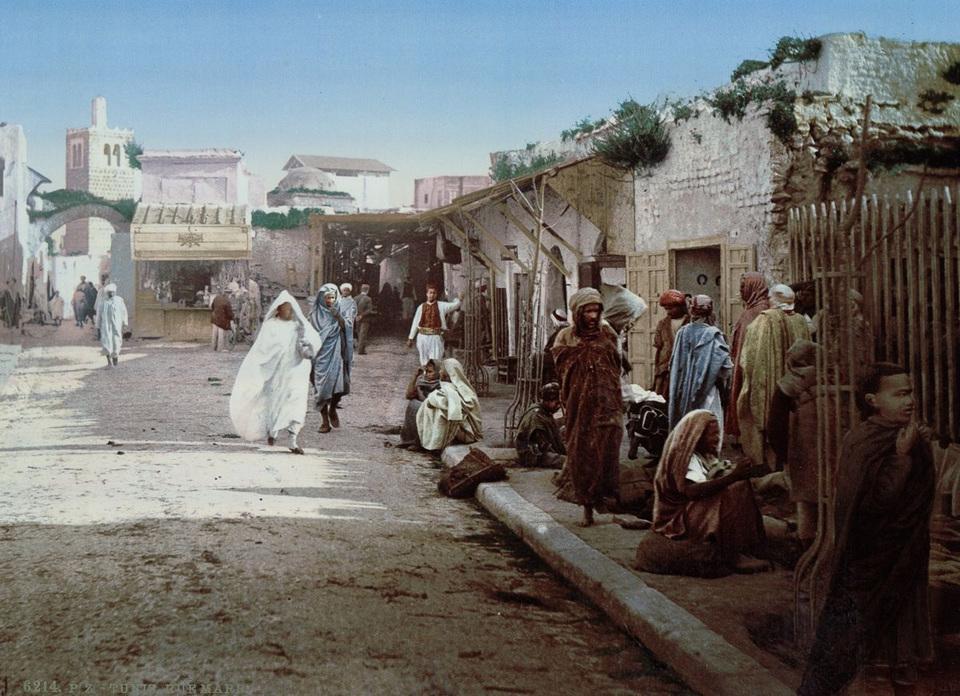 Залитые солнцем улицы и шумные базары Туниса в цветных открытках 1899 года