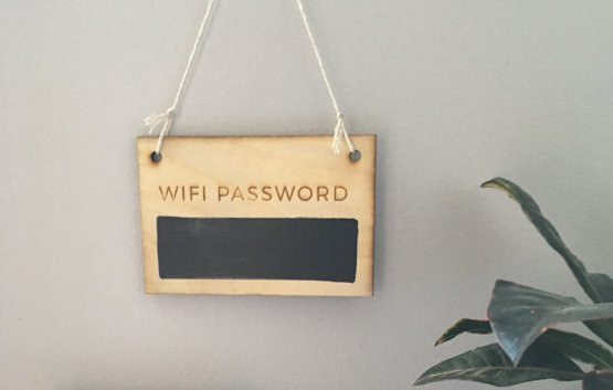 Табличка с паролем от Wi-Fi для дома, где часто бывают гости. « Пивополия »: бутылки игроков перемещ