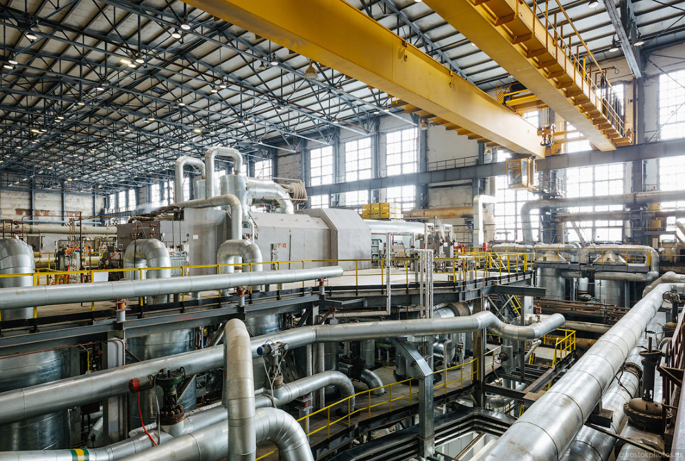 14. Кроме монтажа самой паровой турбины и генератора, были реконструированы две градирни и уста