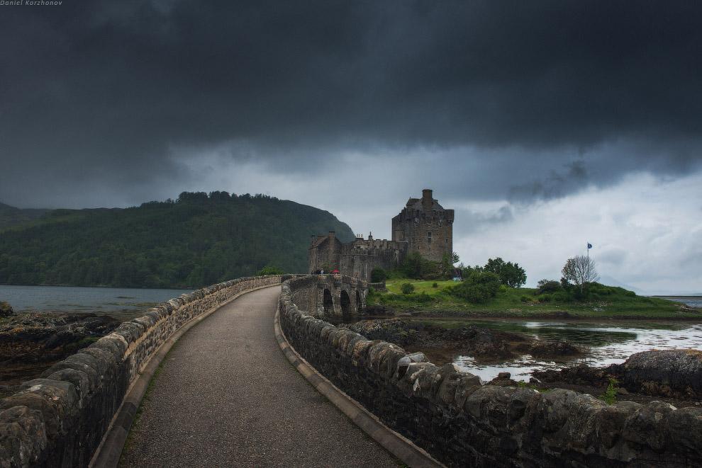 В районе Инверполли мирно доживают очередной век руины замка Адверк. Руины очень живописно почу