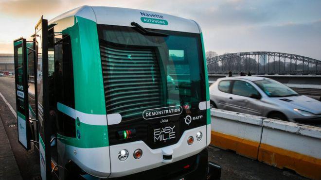 Встолице франции вкачестве опыта отправили намаршрут два беспилотных электробуса