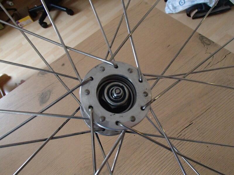 разобранная втулка колеса детского велоприцепа Thule Cougar