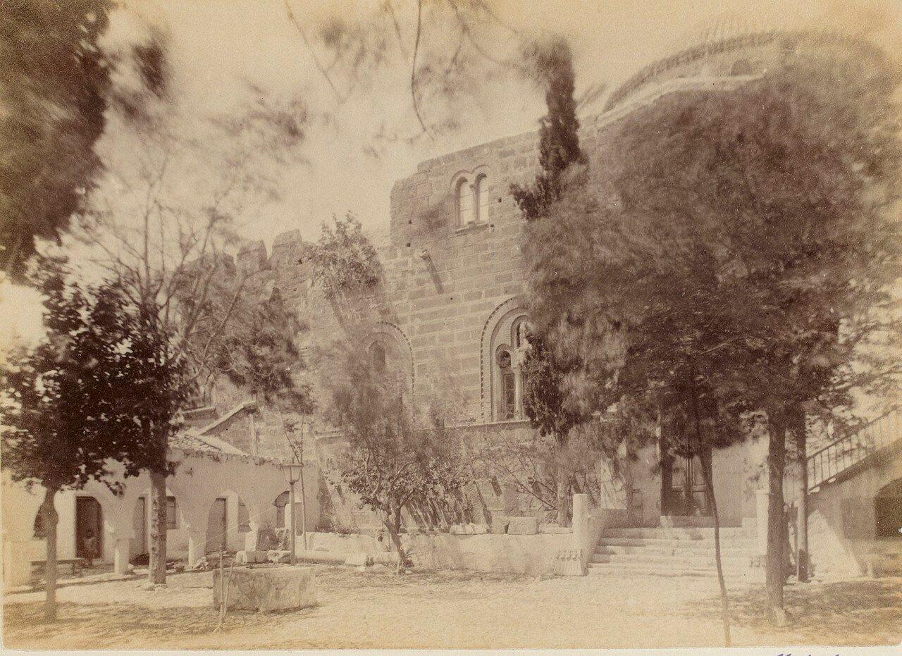 116. Афины. Византийская церковь. Во дворе церкви