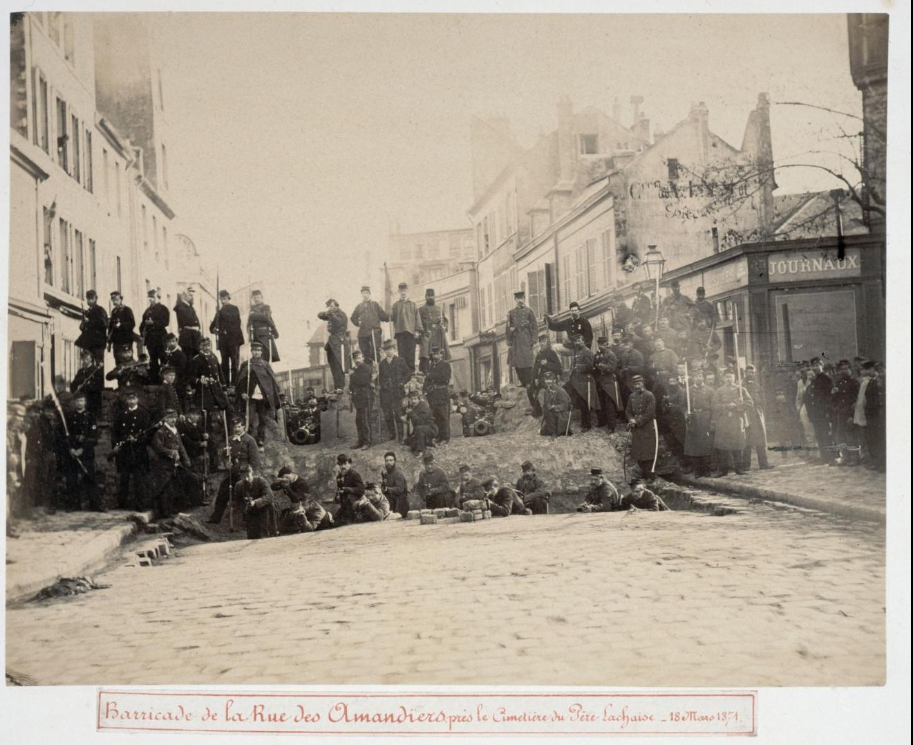 18 марта 1871. Баррикады на улице Амандье, возле кладбища Пер-Лашез