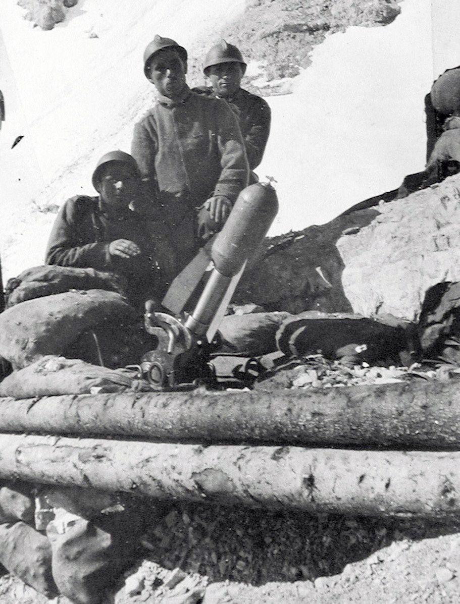 durante_il_tiro_di_una_sezione_da_58_b_al_passo_della_sentinella_primavera_1917.jpg